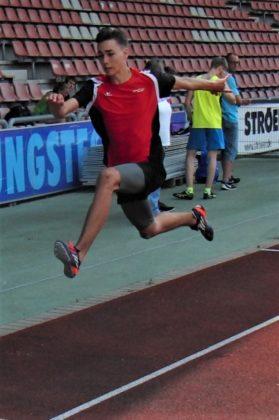 Yannick Schleider belegte mit persönlicher Bestweite von 12,25 Meter den zweiten Platz im Dreisprung der U18. Foto: nh