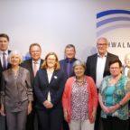 (von links nach rechts: Markus Dörrbecker, Manfred Ries (Willingshausen), Regina Bätz-Eiffert, Dr. Nico Ritz (Homberg), Dietlinde Henk, Landrat Becker, Katharina Eisenach (Schwalm-Eder-Kreis), Frank Grunewald (Niedenstein), Irmhild Georg, Peter Tigges (Spangenberg), Lydia Kehl-Oeste, Claus Reich (Fritzlar), Helmut Häßel, Frank Börner (Gudensberg), Heinz Scherp)