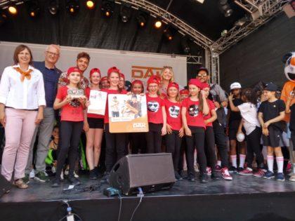 """Großer Erfolg für """"Contrust Beats"""" aus Schwalmstadt: Beim Finale des Dance-Contest der DAK-Gesundheit holte die Gruppe rund um die Trainerin Timea Smajda beim Hessentag in Korbach den Sieg. Foto: nh"""