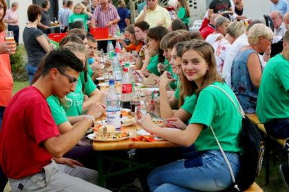 Zusammen Feiern: Jugendliche aus Schtschyrez und Gudensberg. Foto: Sander | nh