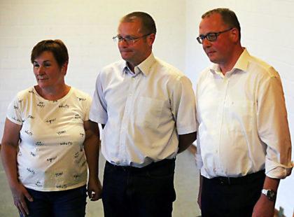 Dolmetscherin Iryna Mykytka, stellvertretender Bürgermeister Wolodymyr Popovych, beide Schtschyrez, und Bürgermeister Frank Börner (v.l.) bei der Abschlusspräsentation. Foto: Sander   nh