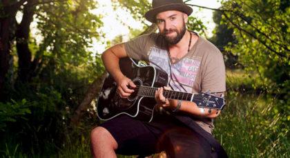 Ben Black aus Homberg holt euch mit der Gitarre direkt in sein Leben. Foto: nh