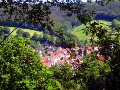 Blick auf Kirchhof. Foto: nh