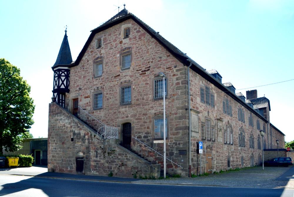 Eines der markanten Gebäude der Wasserfestung Ziegenhain ist das Alte Kornhaus, das zeitweise auch als Frauengefängnis diente. Foto: Schmidtkunz
