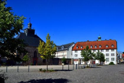 Schlosskirche und Gouverneursflügel am Paradeplatz. Foto: Schmidtkunz