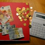 Bei Bund und Ländern sind die Einnahmen deutlich höher als die Ausgaben. Foto: Schmidtkunz