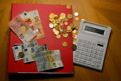 Mit knallharten Prüfverfahren holen die hessischen Steuerspezalisten den letzten Cent aus ihren Aktenbergen. Foto: Schmidtkunz