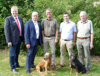 Fördermittelübergabe (v.li.): Dirk Siemon, Jürgen Kaufmann, Michael Weigt , Matthias Wettlaufer und Heinrich Riehm. Foto: nh