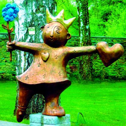 Die Kleine Königin ist eine Bronzearbeit von Carin Grudda. Foto: nh