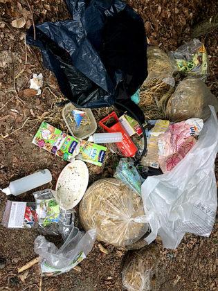 Illegale Müllablagerung überwiegend aus Kleintierhaltung. Foto: nh