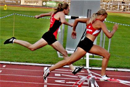 Sophie Wagner knapp vor Lynn Olson, aber beide mit Bestzeit. Foto: nh