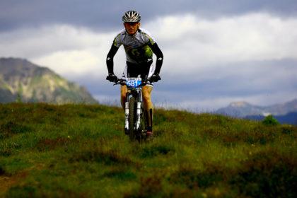 Mit dem Mountainbike im transalpinen Rennkurs. Foto: Damm | nh