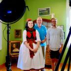 Rotkäppchen Lisa-Marie Schäfer, Filmemacher Rainer Wälde, Kameramann Josua Graf (v.l.). Foto: nh