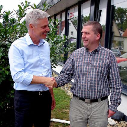 Kultus-Staatssekretär Dr. Lösel und der Vorsitzende des Lehrerverbands, Andreas Göbel (re.). Foto: nh