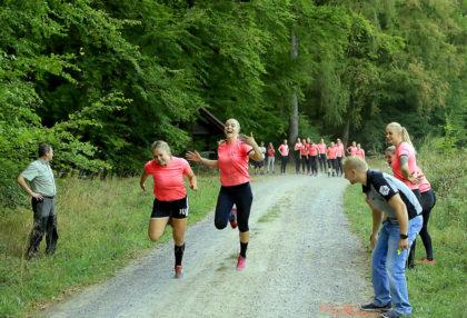 Frische Waldluft beim Training – die Mädel's der SG09 Kirchhof freut's. Foto: R. Kasiewicz