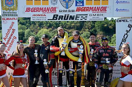 Siegerehrung nat. Seitenwagen (v.li.): Martin Weick / Udo Poppe, Ole Möller / Dana Frohbös, Scott Goodwin / James Hogg. Foto: Daniel Pfaff | nh