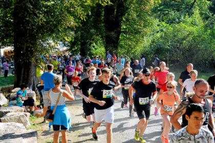 In der prallen Sommerhitze drehten die Läufer/innen ihre Runden. Foto: nh