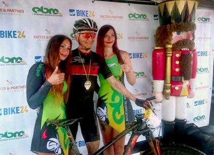 Siegerehrung mit Damm und Damen – wie bei der Tour de France. Foto: Sportograf
