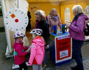 An den jeweiligen Stempelstationen locken Spielspaß und Aktionen der örtlichen Händler. Foto: nh