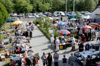 Auf dem Flohmarkt in Melsungen wollen wieder hunderte Meter Verkaufsstand entdeckt werden. Foto: nh