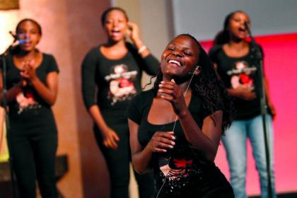 Eine Mischung aus mitreißenden afrikanischen Gesängen und brasilianischer Musik: Die Global-Voices laden ein zum Benefizkonzert in das Dorfgemeinschaftshaus Böhne. Foto: nh