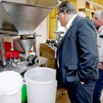 Die Herstellung von heimischen Pflanzenölen hautnah. Foto: nh