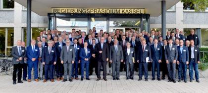 Bescheidübergabe in Kassel im Rahmen der HESSENKASSE, Gesamtgruppe. Foto: HMdF