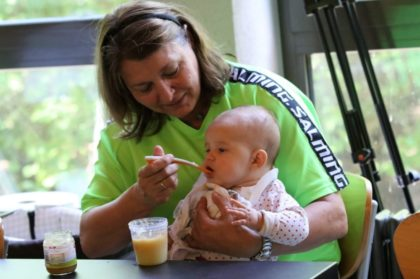 Die jüngste Besucherin in der Stadtsporthalle Melsungen: Hannah Holl, 5 Monate. Foto: Detlev Keller