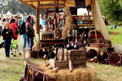 Edle Weine nach altertümlicher Herstellung gibt es auf dem Mittelaltermarkt. Foto: nh