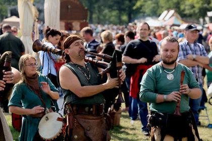 Die Mittelalterband Tarranis haut mit uralten Instrumenten auf den Putz. Foto: nh