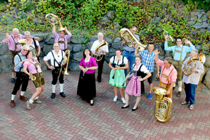 Die Knüllwaldmusikanten spielen zur bayerischen Stimmung auf. Foto: nh