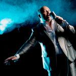 Rey Valencia bereichert das 1. Gudensberger Kneipenfest mit seiner Musik. Foto: nh