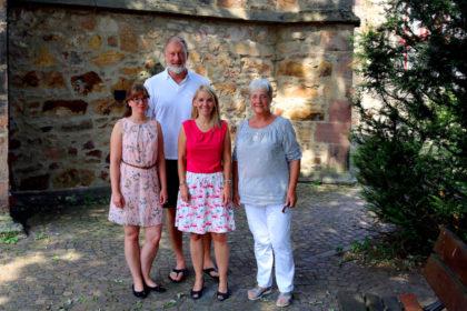 Zum Gruppenfoto mit Abgeordneter nahmen Aufstellung (v.li.) Sandra Bodden, Lars Viereck, Wiebke Knell und Marion Viereck. Foto: nh