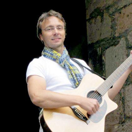Steffen Koch trifft mit seinem Soloprogramm der Klassiker aus Rock und Pop den Nerv. Foto: no