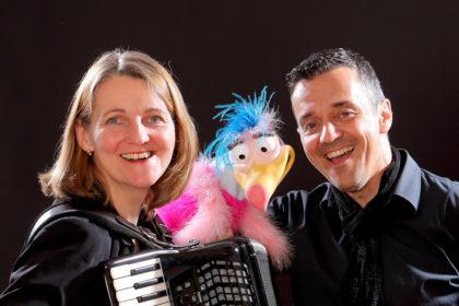 """""""Die Valschen Fögel"""" sind Christine Weghoff und Peter Dietrich. Foto: nh"""
