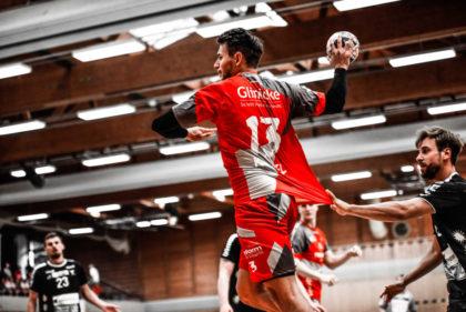 Yves Kunkel war mit acht Toren erfolgreichster Melsunger Schütze. Hier beobachtet von Finn Lemke im Hintergrund, der selbst fünfmal erfolgreich war. Foto: Käsler
