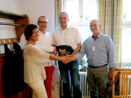 Deutsch-polnische Zusammenarbeit (v.l.): Sonja Pauly, Grzegorz Supron, Bürgermeister Claus Steinmetz, Stefan Rola. Foto: nh