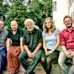 Shiregreen & Band auf der Mauer am Eichhof: Paul Adamaschek, Sascha Schmitt, Klaus Adamaschek, Marisa Linß, Lukas Bergmann (v. li.). Foto: Stengel, Bad Hersfeld