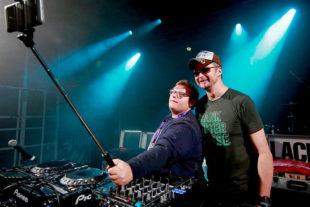 Die Abräumer des Abends: DJ Blackriver und Lackenegger. Foto: Hephata