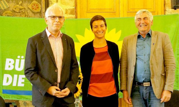 Direktkandidat Jörg Warlich (GRÜNE) im Gespräch mit den GRÜNEN Europaabgeordneten MdEP Ska Keller und MdEP Martin Häusling (v. li.) bei einer GRÜNEN Veranstaltung zum Thema Klimapolitik. Foto: nh