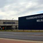 Der Melsunger Feuerwehrstützpunkt und links daneben der Rohbau der neuen Polizeistation. Foto: seknews.de