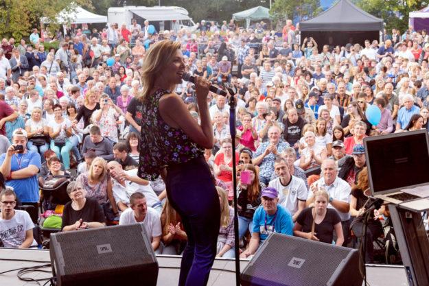 Rund 2.500 Zuschauer wollten das Konzert von Ella Endlich erleben. Foto: nh