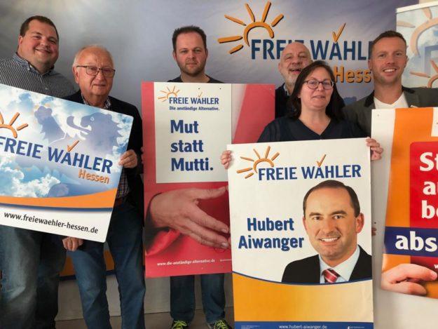 Engin Eroglu (3.v.l.), Landesvorsitzender und Spitzenkandidat der FREIE WÄHLER Hessen, mit Mitgliedern des Landesvorstands. Foto: nh