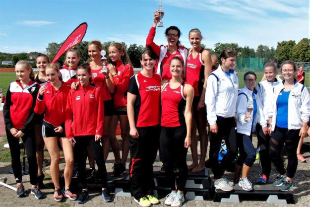 Freude herrschte bei der Siegerehrung im MT-Frauen-Team, denn der Vorjahrestitel konnte auch in diesem Jahr wieder souverän verteidigt werden. Foto: nh