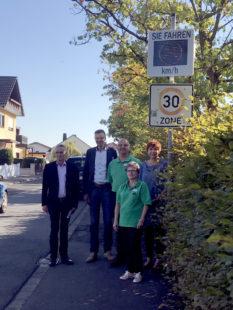 Von links: Amtsleiter Jürgen Steinbrecher, Bürgermeister Heinrich Vesper, Vorsitzender Jörg Koch und Beate Koch, Kindergartenleiterin Martina Eckstein. Foto: nh