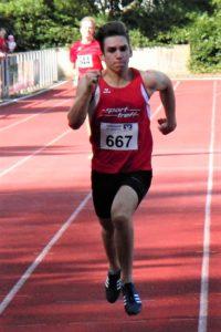 Jubeln konnte auch der 17-jährige Marvin Knaust, denn mit 23,83 Sekunden blieb er über 200 Meter zum ersten Mal unter 24 Sekunden. Foto: nh