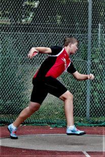 Luis André bei der Drehung zu seinem Rekordwurf von 55,39 m. Foto: nh