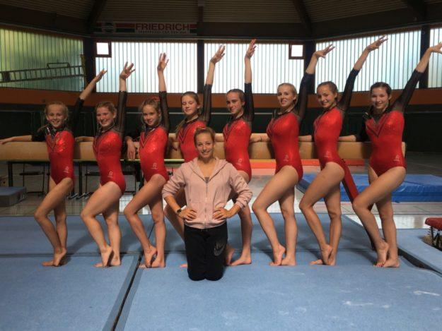 Die Landesligamannschaft der MT Melsungen mit Trainerin Naomi van Dijk. Foto: nh