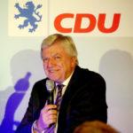 Landesvater Volker Bouffier wirbt in Oberaula um das Wählervertrauen. Foto: nh