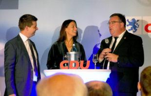 Moderatorin Caroline Bosbach mi Gespräch mit Mark Weinmeister (re.) und Matthias Wettlaufer. Foto: nh